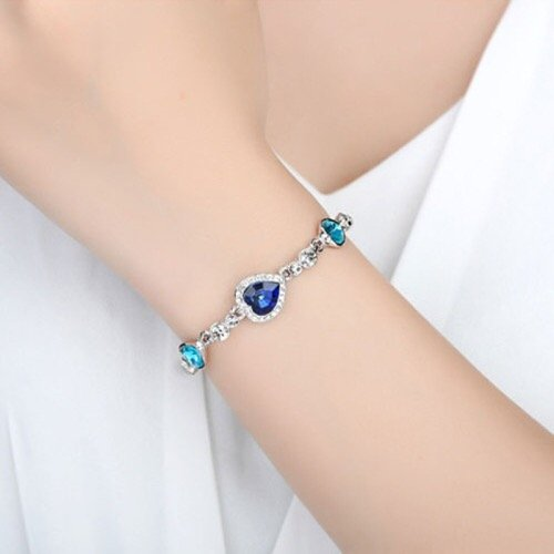 crystal bracelet with artificial diamond inlaid romantic women in Pakistan